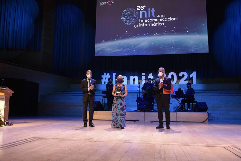 Econocom Nexica da el Premi Salvà i Campillo de La Nit de les Telecos a Núria Castell-Ariño, profesora de la FIB-UPC