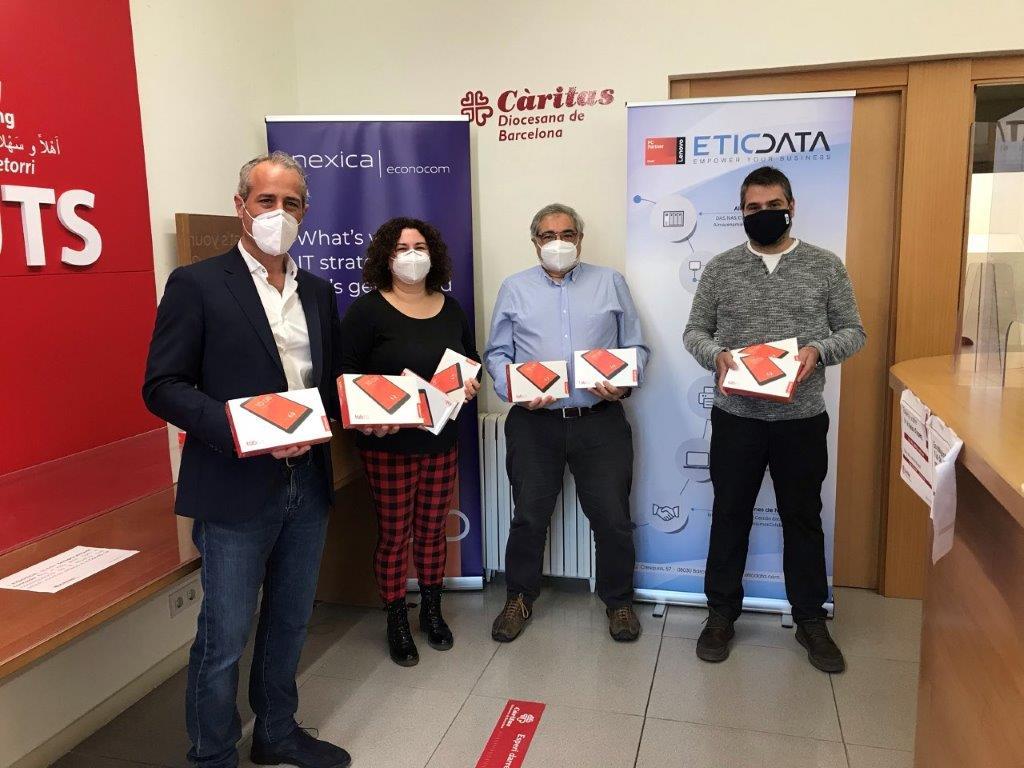 Econocom Nexica entrega tablets a Càritas para ofrecer oportunidades laborales a los más necesitados